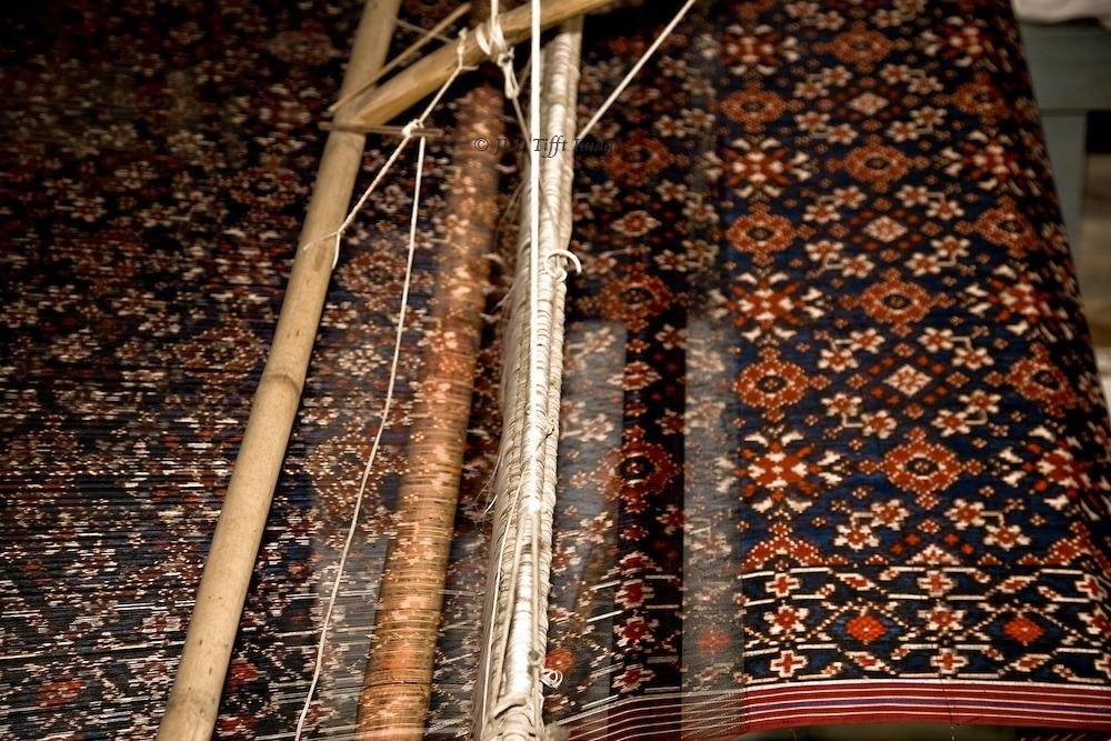 double-ikat-patola-fabric-on-loom
