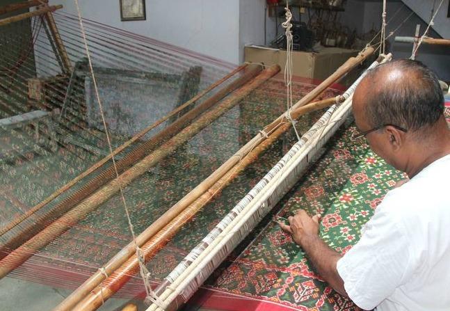 weft-ikat-fabric-on-loom
